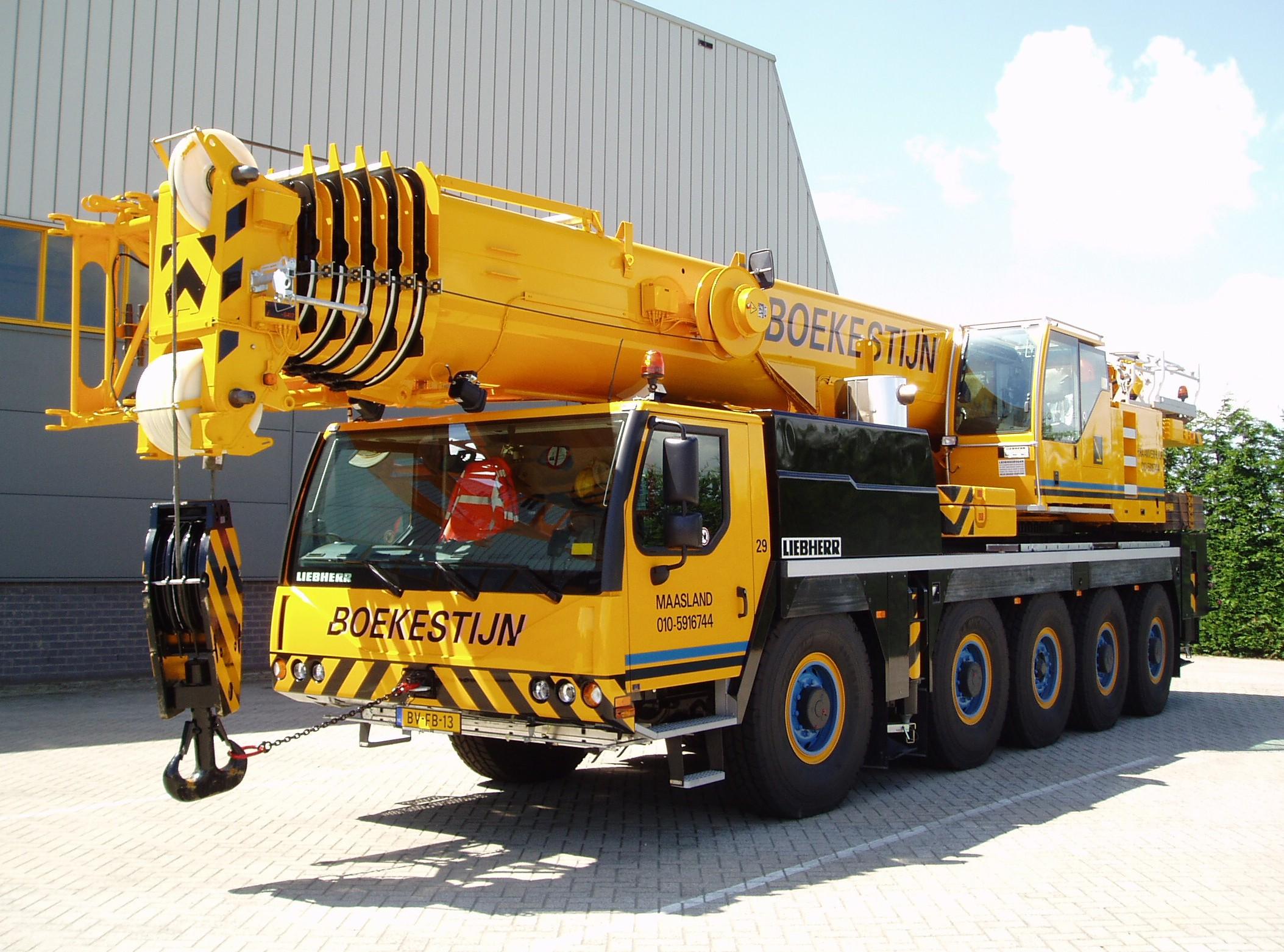 100 tons weg-/terreinkraan